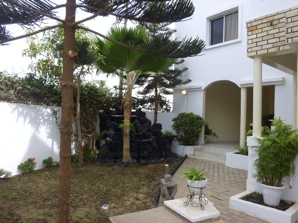 Villa almadies for Jardin de petite villa